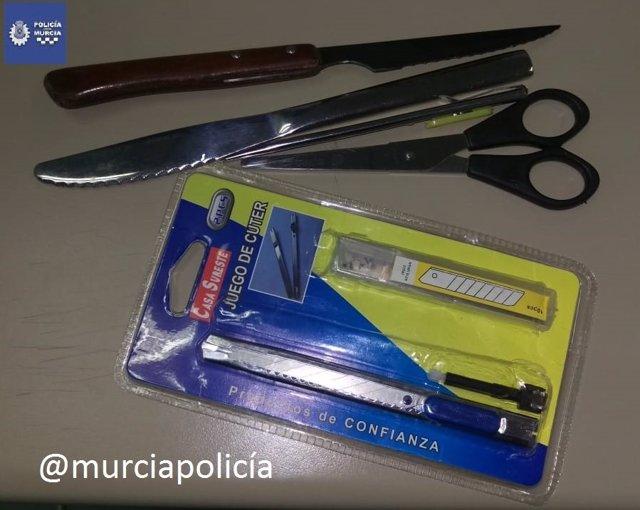 Imagen de los objetos punzantes portados por el detenido