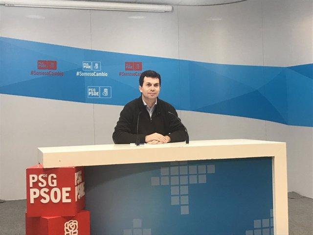 El secretario xeral del PSdeG, Gonzalo Caballero, en la rueda