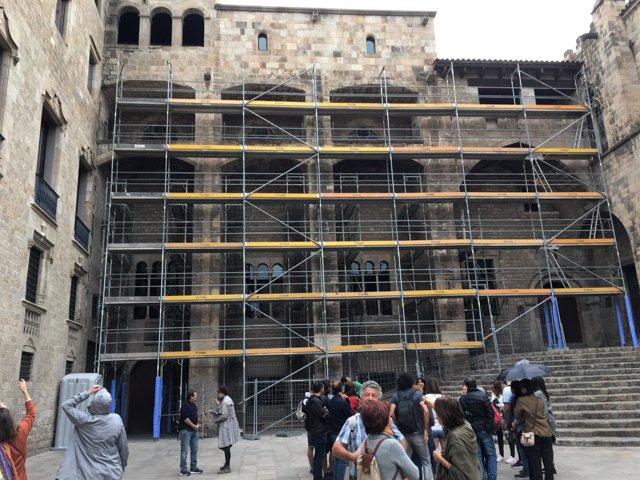 Los Trabajos De Rehabilitación De La Fachada Del Palau Reial Major
