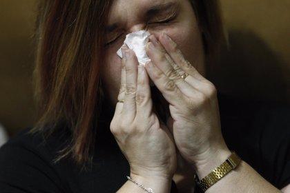 Los médicos de familia recomiendan analgésicos menores e hidratación para hacer frente a catarros y gripes