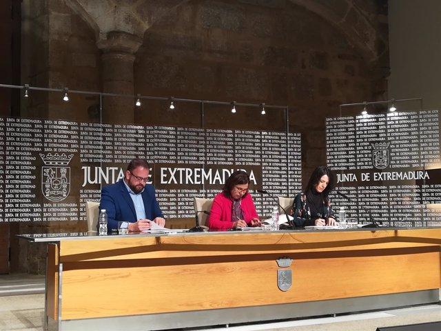 Imagen de la firma del convenio del traslado del conservatorio de Mérida