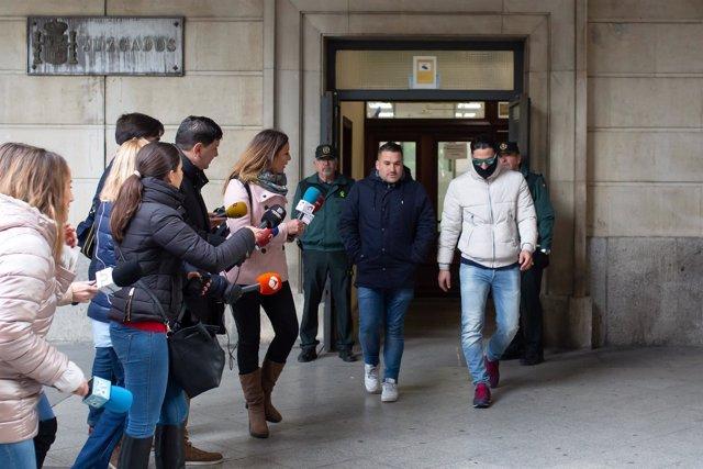 Miembros de La Manada abandonan la Audiencia de Sevilla tras seguir la vista por videoconferencia