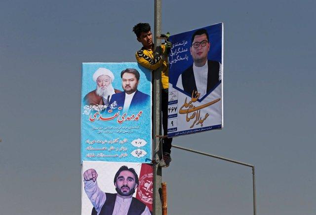 Carteles de candidatos a las elecciones en Kabul