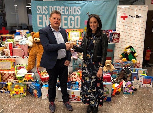Roche recolecta más de 100 regalos con destino a Cruz Roja