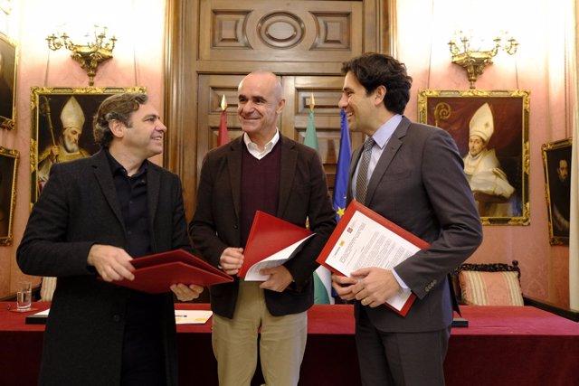 Firma del acuerdo entre el Ayuntamiento de Sevilla y el Colegio de Aparejadores