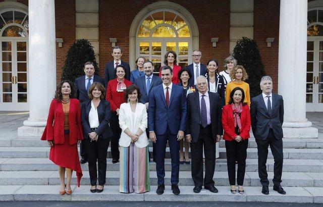 Foto de familia del Gobierno y reunión del Consejo de Ministros