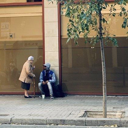Una monja y un senegalés sin hogar ni trabajo compartieron bocadillo y charla esta Nochebuena