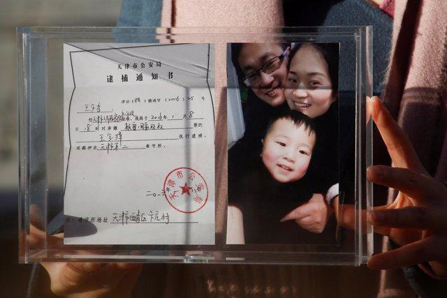 Imagen del abogado chino Wang Quanzhang y su familia