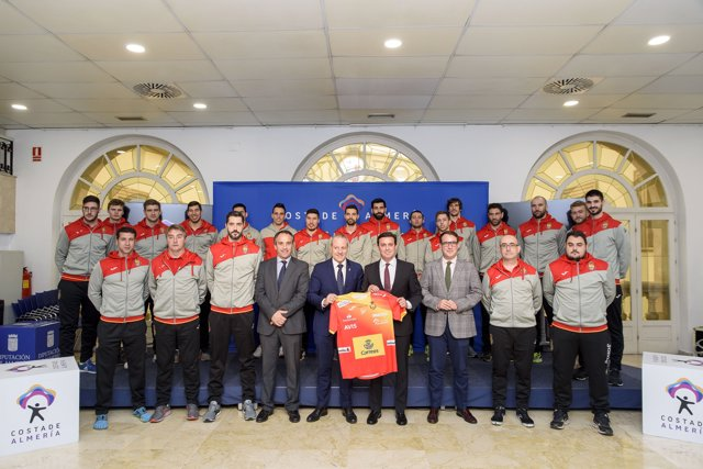 Las selecciones nacionales de balonmano lucirán la marca 'Costa de Almería'.