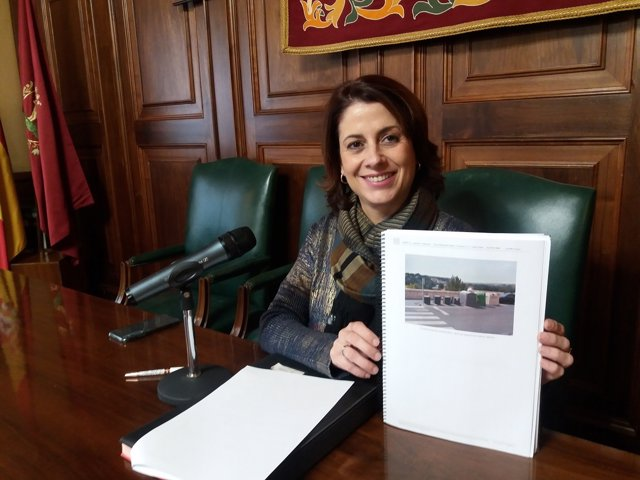 Foto Alcaldesa Teruel Contenedores Soterrados Óvalo