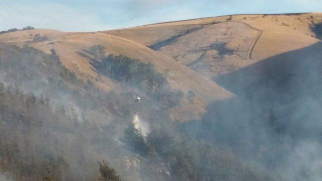 Incendio forestal en Cantabria. Foto de archivo
