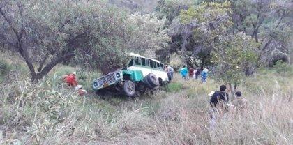 Al menos ocho muertos y 12 heridos al precipitarse un autobús por un abismo en el noreste de Colombia