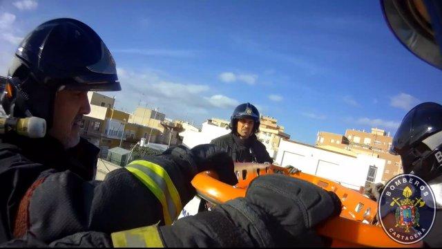 Rescate de un anciana en Los Barreros