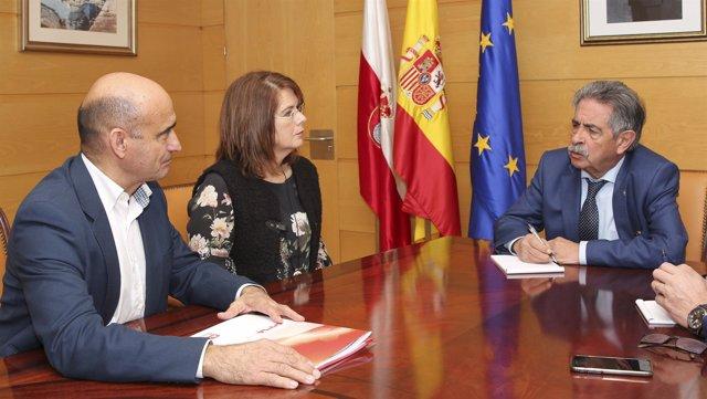 El presidente de Cantabria, Miguel Ángel Revilla, recibe a AMICA.