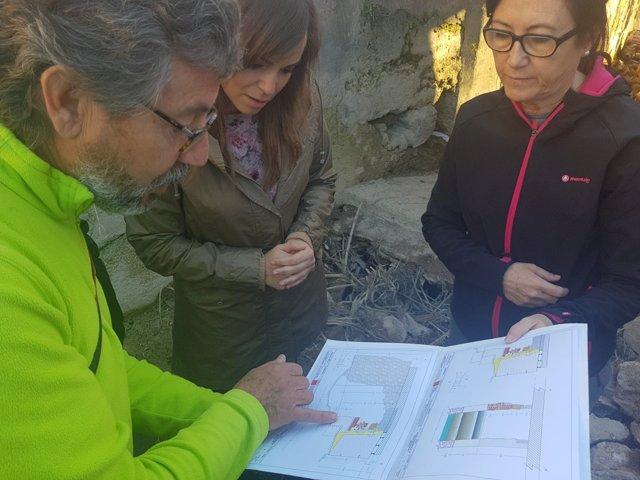 Visita de la concejala a la intervención arqueológica