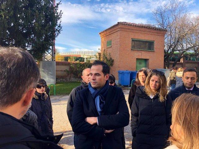El portavoz de Cs en Madrid, Ignacio Aguado, visita el IES San Fernando
