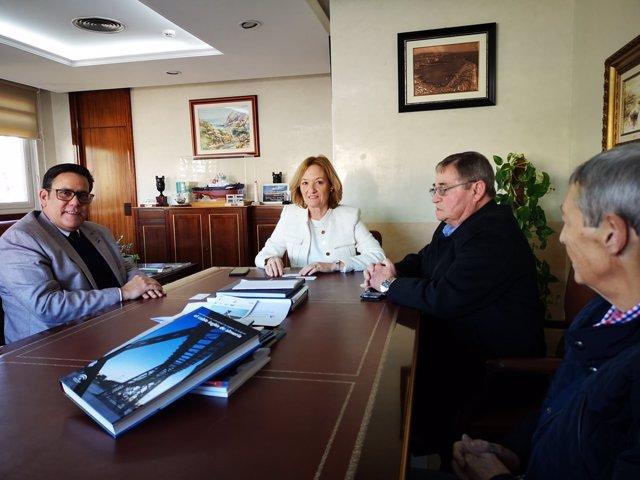 La presidenta de la Autoridad Portuaria de Almería y el cónsul cubano