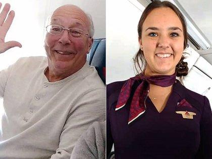 Este padre se coge todos los vuelos en los que trabaja su hija para pasar más tiempo con ella en Navidad