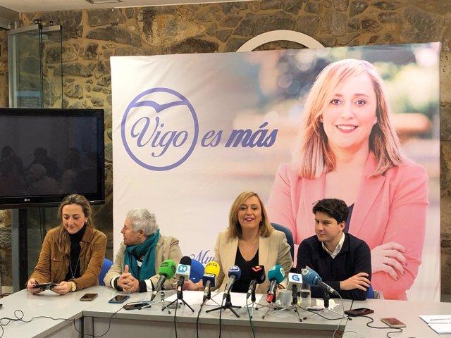 Elena Muñoz en la sede del PP en Vigo.