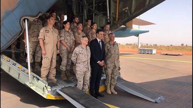 Pedro Sánchez llega a Mali para visitar a las tropas españolas