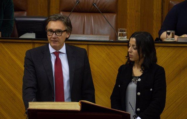 El diputado de Vox Manuel Gavira toma posesión como parlamentario andaluz