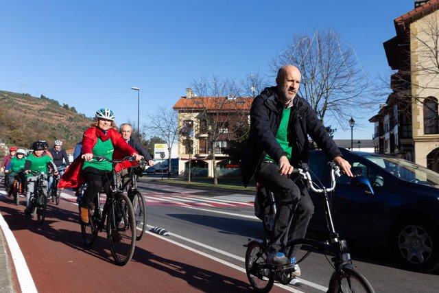 La vicepresidenta en el carril bici
