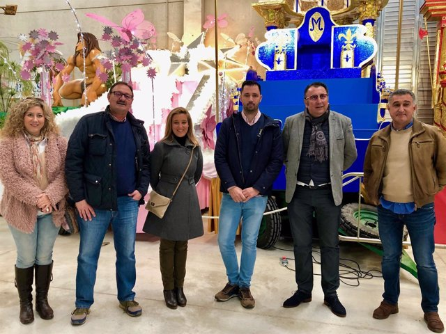 La alcaldesa de Alcalá de Guadaíra vista la Cabalgata de Reyes Silos