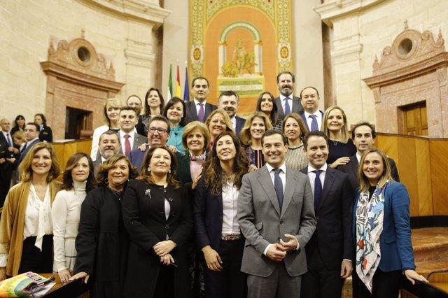 Foto de grupo de los nuevos parlamentarios del PP-A