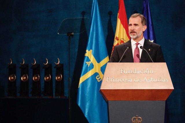 Los Reyes Felipe y Letizia presiden la ceremonia de entrega de los Premios Princ