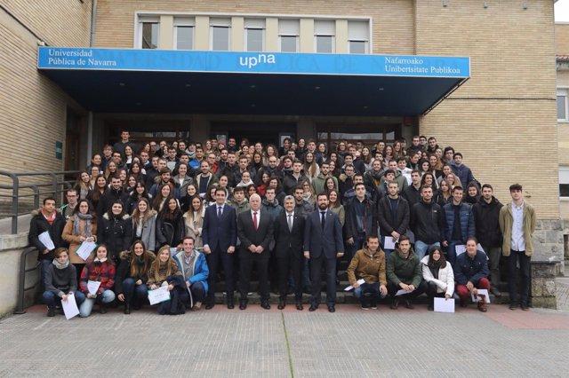 Alfonso Carlosena con los estudiantes que participan en programas de movilidad