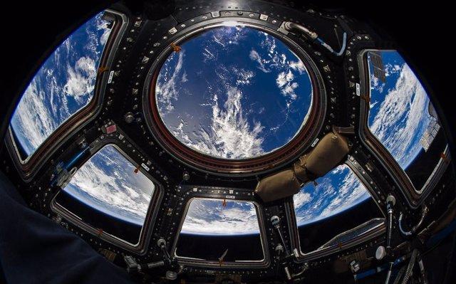 Cúpula acristalada de la Estación Espacial Internacional