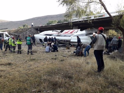 Al menos nueve muertos y 19 heridos en un accidente de autobús en el centro de México