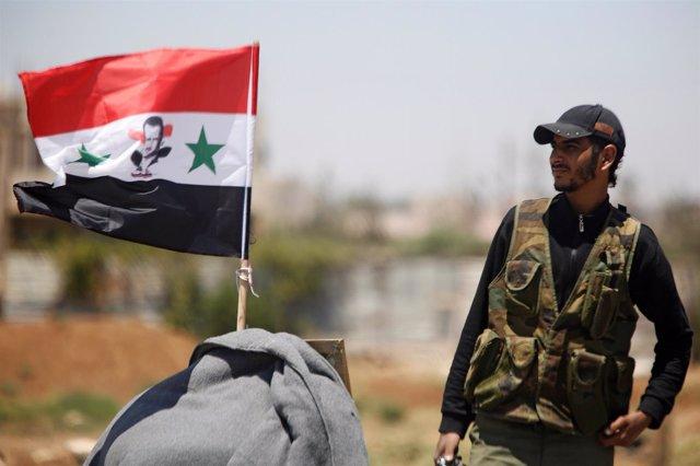 Soldado del Ejército sirio en Deraa