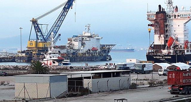 El Open Arms llegando al puerto de Crinavis en San Roque (Cádiz)