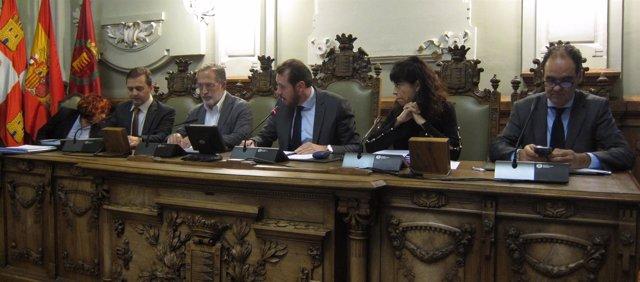 Mesa presidencial del Pleno de Valladolid. 28-12-18
