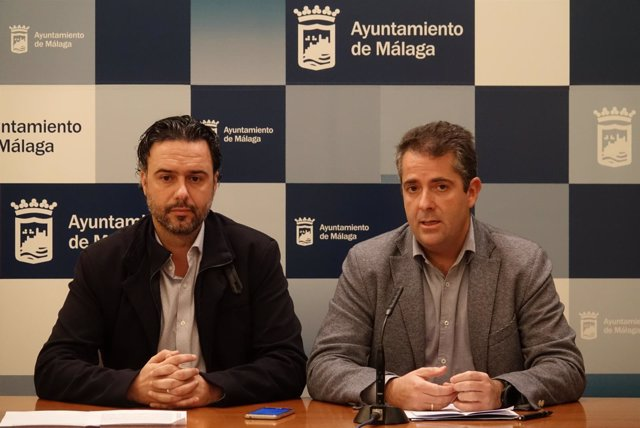 Raúl Jiménez y Carlos Conde en rueda de prensa