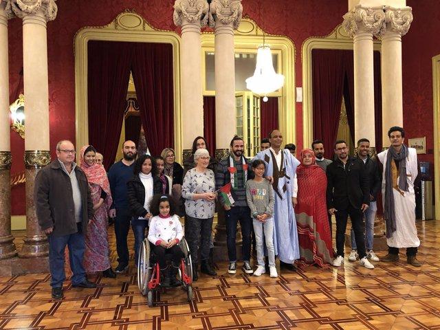 Baltasar Picornell recibe a los niños saharauis en el Parlament