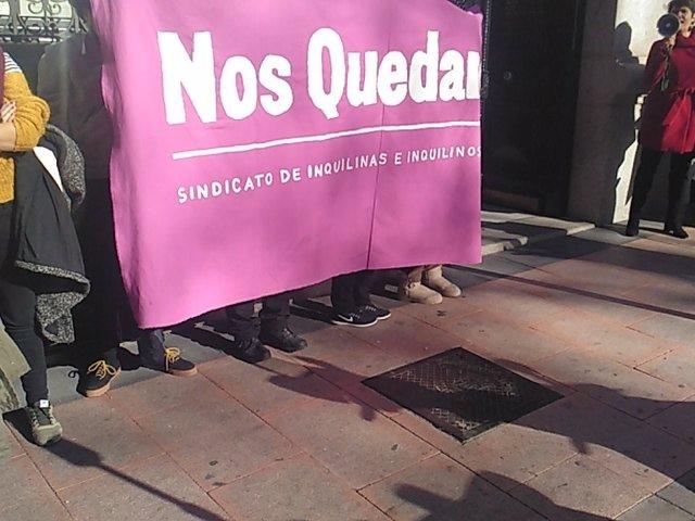 Inquilinos se manifestan contra un fondo de inversión
