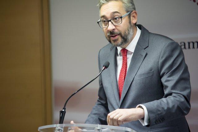 El portavoz del GPP, Víctor Martínez