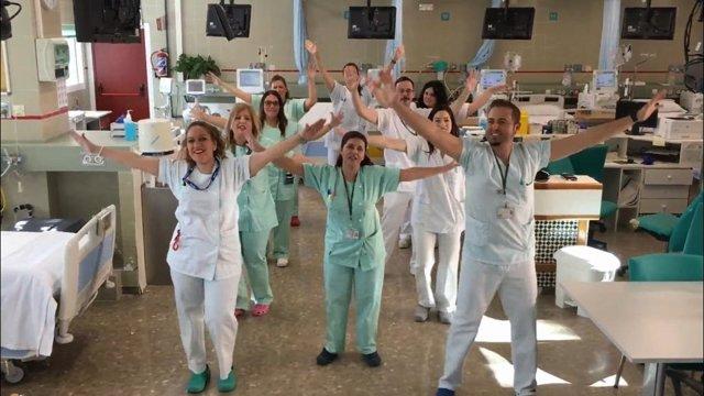 El equipo de Hemodiálisis del Costa del Sol baila para una campaña