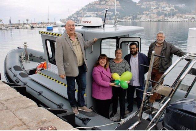 Busquets y Vidal en una de las barcas adquiridas por el Govern