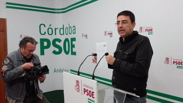 Mario Jiménez muestra la solicitud registrada