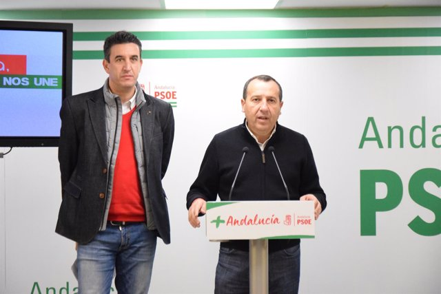 Ruiz Espejo en rueda de prensa con jose antonio gonzález director general