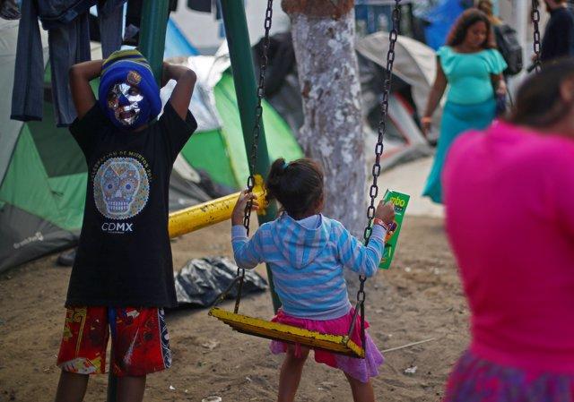 Niños en la caravana de migrantes centroamericanos