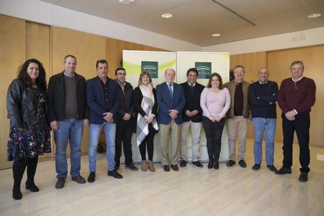Foto de grupo de la firma del convenio