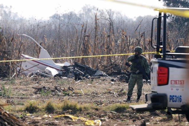 Restos del helicóptero en el que viajaba la gobernadora de Puebla
