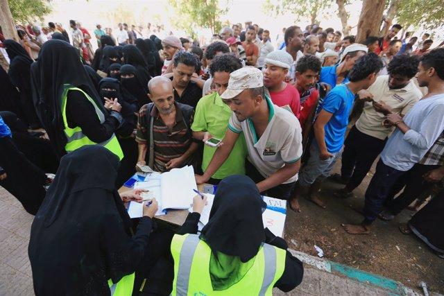 Centro de distribución de ayuda en Hodeida