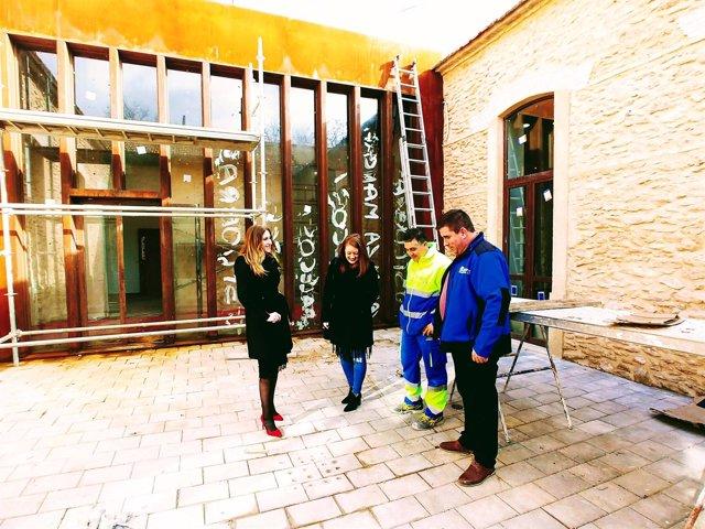 La alcaldesa de Carrión de Calatrava visita las obras del Museo del Vino