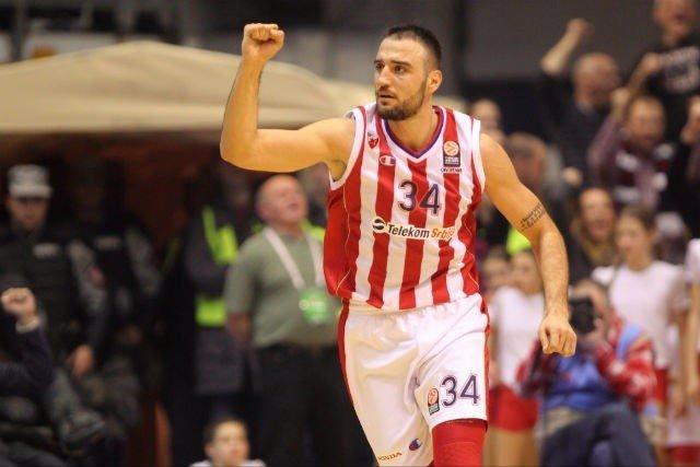 El ala-pívot serbio Tadija Dragicevic, en un partido con el Estrella Roja