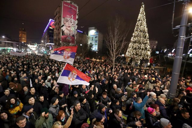 Manifestación de la oposición en el centro de Belgrado